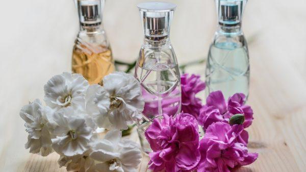 Parfüm mit Blumen